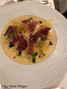 Assaje Aldrovandi Poulpe grillé, sauce d'anchois, crème de haricots et caviar